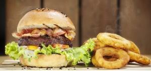 BaconCheeseburgerOnionRings-850x400